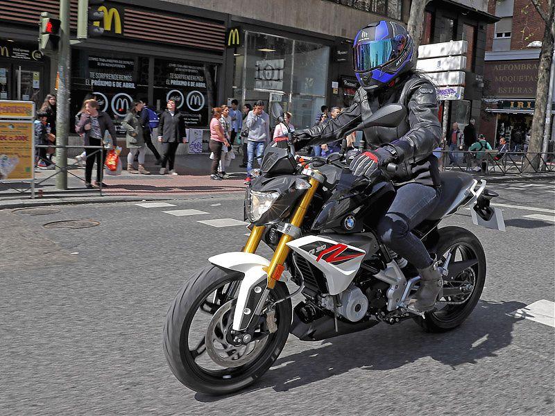 La BMW G310R es una moto fácil, ágil, manejable y ligera