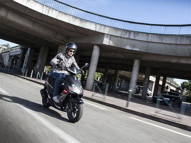 El carnet AM permite conducir ciclomotores de hasta 50 cc