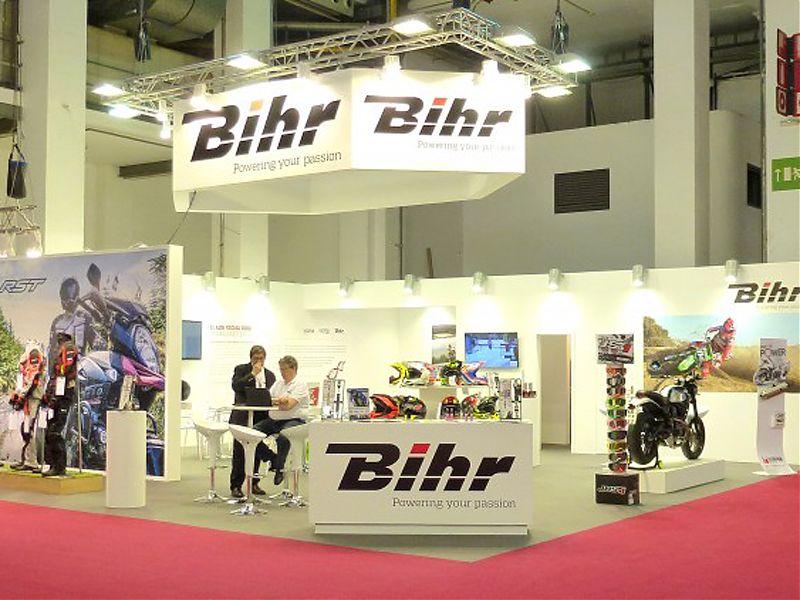 BIHR presenta en los salones de la moto a RST y a BELL