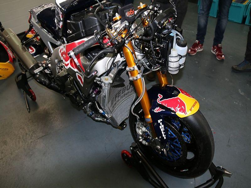 WSBK Red Bull Honda Fire Blade S1000RR SP2 tren delantero