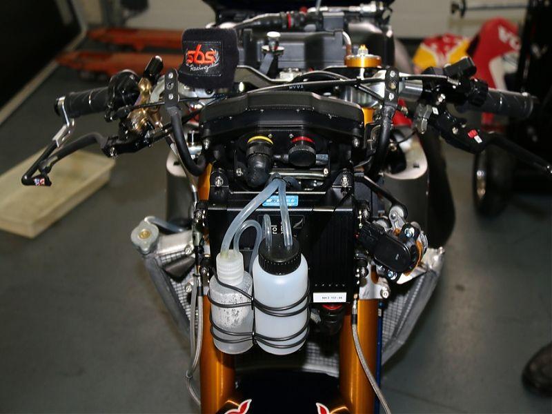 WSBK Red Bull Honda Fire Blade S1000RR SP2 delantera sin cúpula