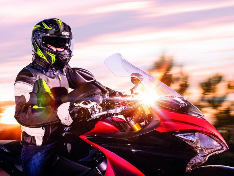 GIVI lanza sus nuevos cascos 40.5 X-Carbon y 40.5 X-Fiber