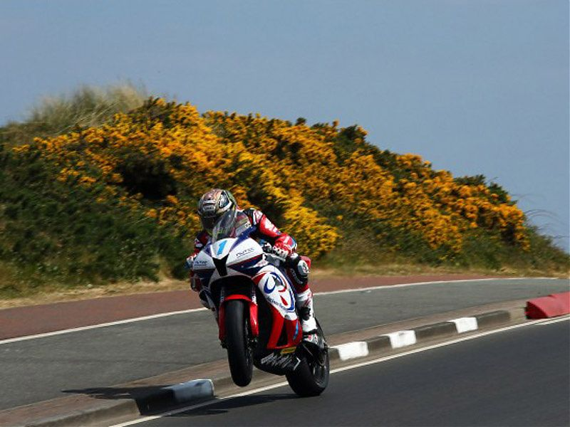John McGuinness en acción en el North West 200 2017