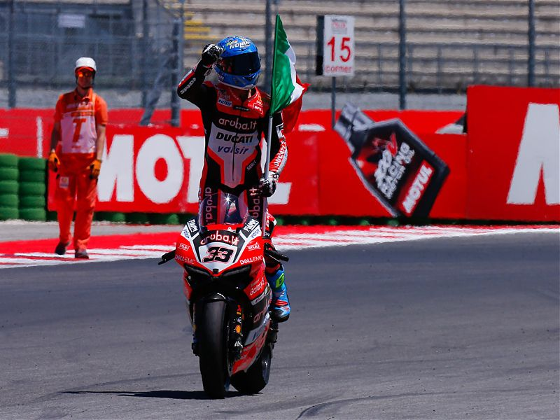 Melandri renueva con el Aruba.it Racing Ducati