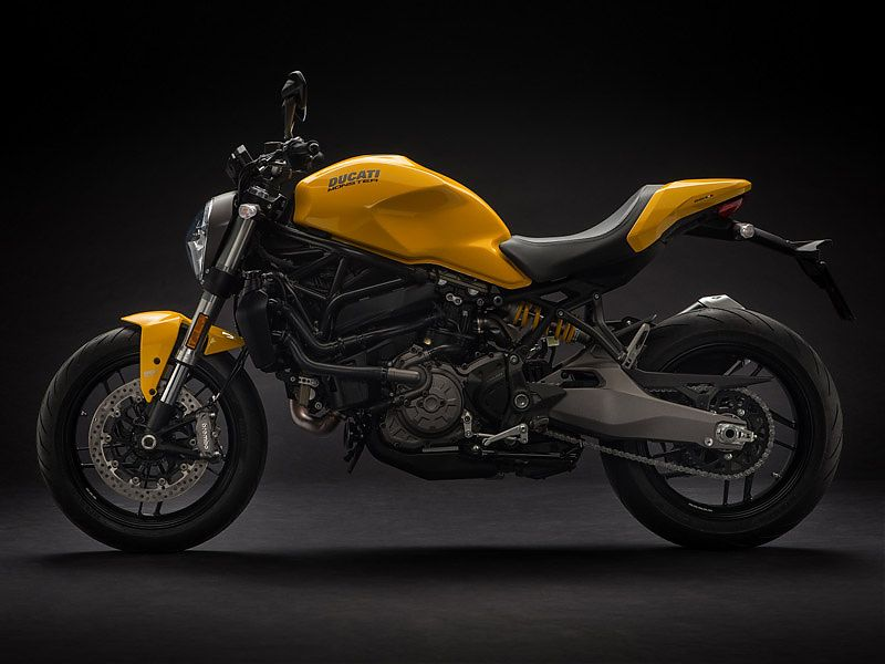 Ducati Monster 821 2018 en amarillo