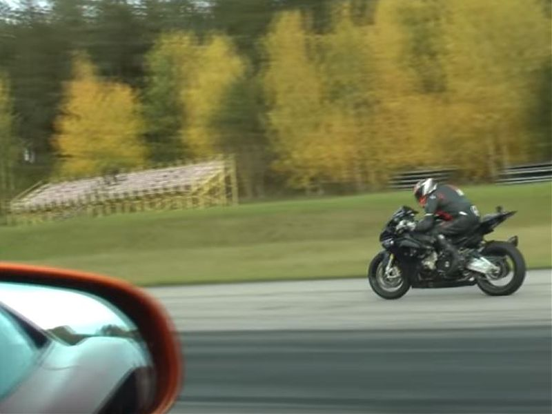 BMW S1000RR HP4 vs McLaren MP4-12C, mas de 800CV en pista