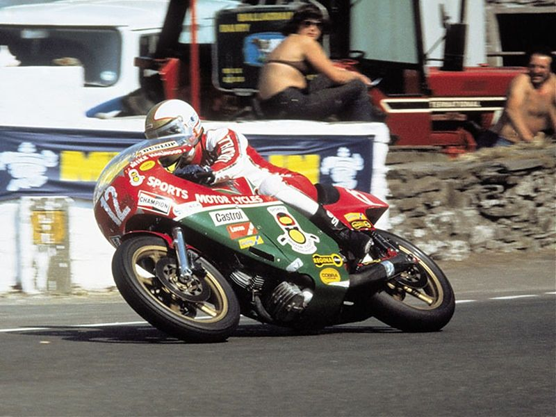 Mike Hailwood rumbo a la victoria