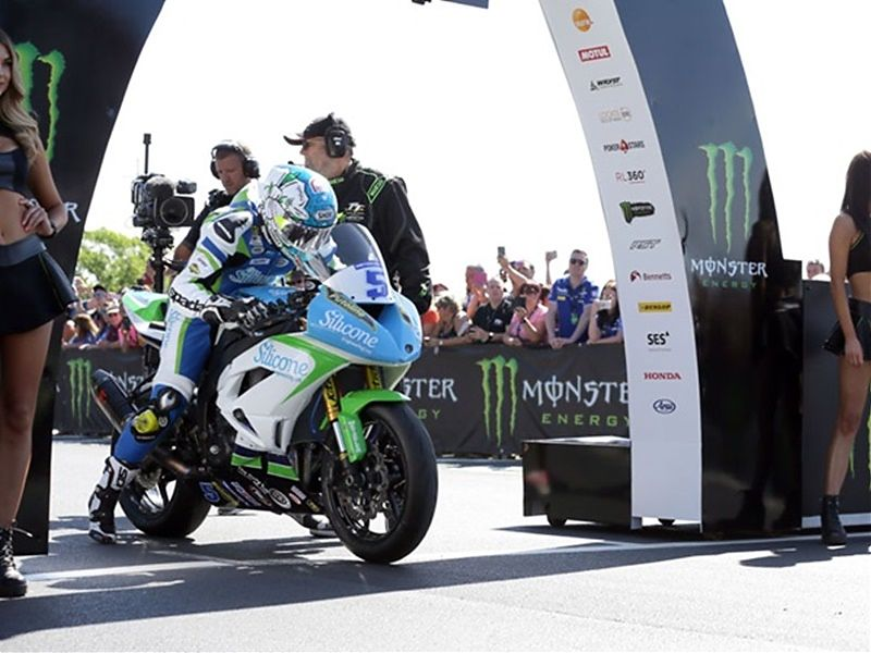 Dean Harrison se lleva la victoria en Supersport 2