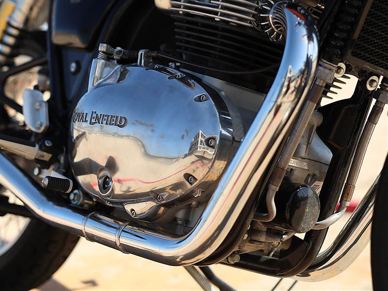 Detalle tapa motor Royal Enfield Interceptor 650 2019