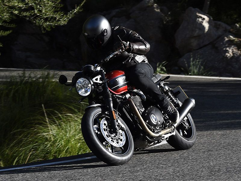 La Triumph Speed Twin declara 97 CV a 6.750 rpm