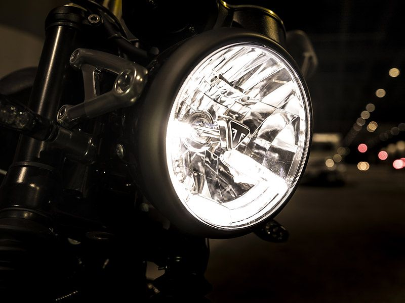 Luz de día LED en la Triumph Speed Twin