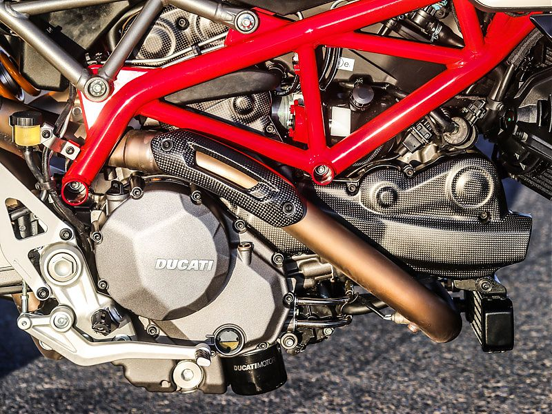 Las tapas de carbono son exclusivas de la Ducati Hypermotard 950 SP