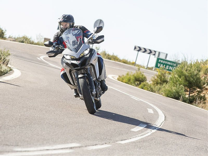 La Ducati Multistrada 950 S 2019 dispone de luces cuneteras LED