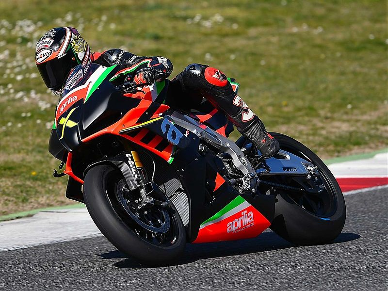 Aprilia RSV4 X Limited Edition - acción
