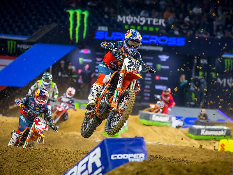 Musquin intenta no perder comba con Webb