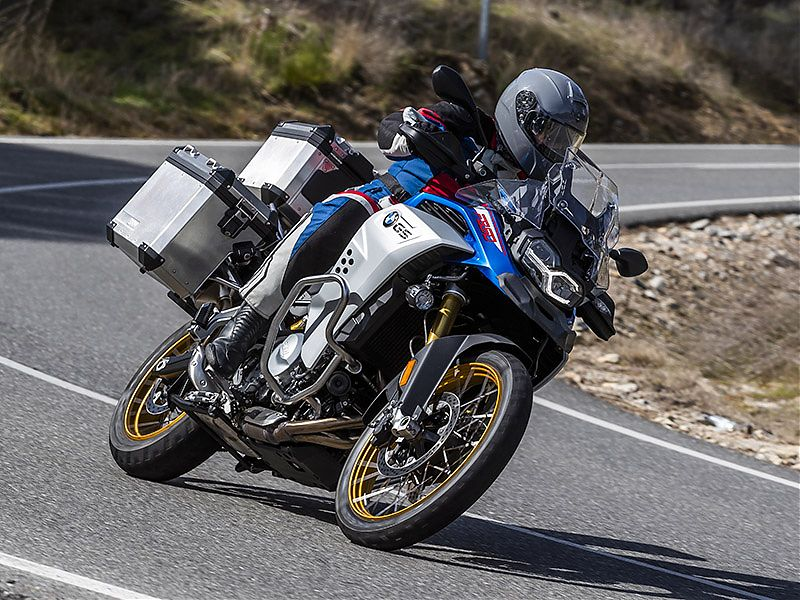 Defensas de motor, cubremanetas o manillar elevado son exclusivos de la BMW F 850 GS Adventure 2019