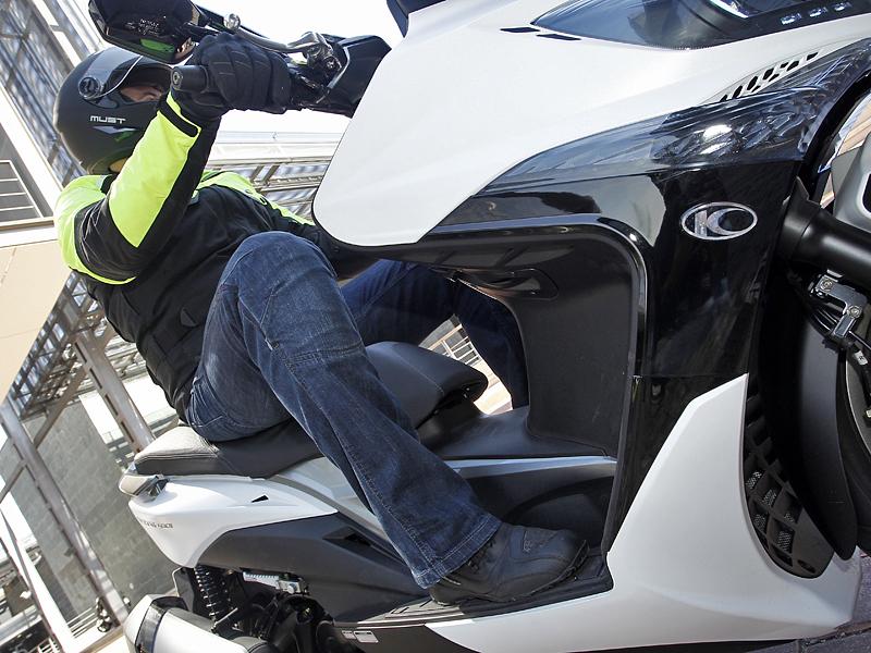 1bf362f2600 Cómo vestir en moto o scooter  chaqueta
