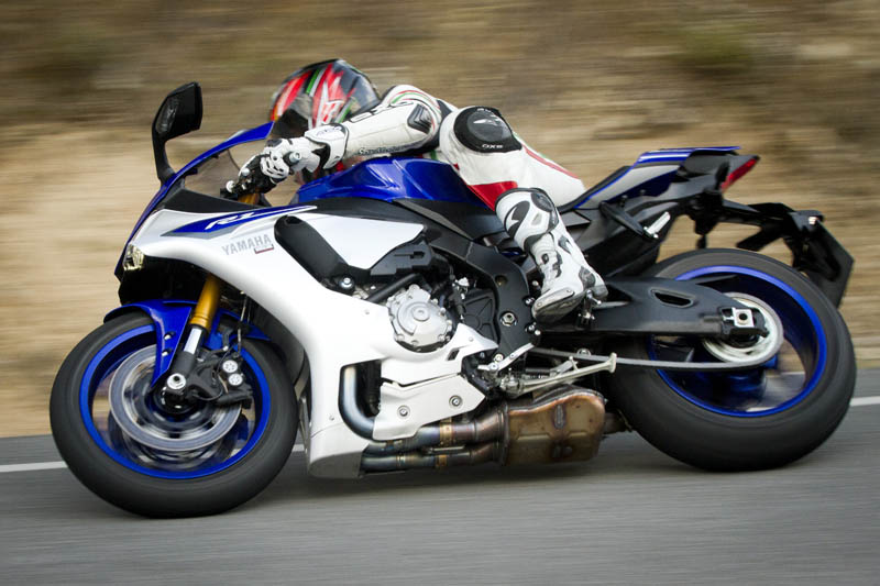 moto deportiva para viajar consejos de conducci n motoguia. Black Bedroom Furniture Sets. Home Design Ideas