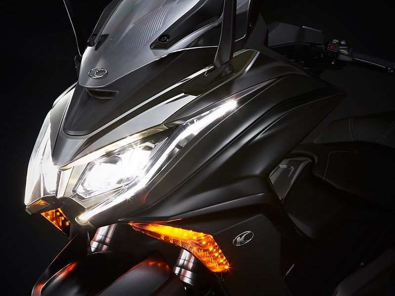 El KYMCO AK 550 dispone de iluminación full-LED