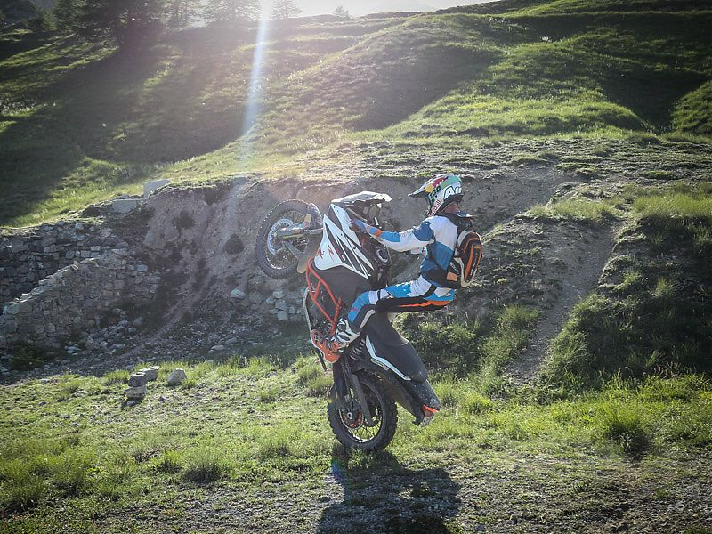 Chris Birch juega con la KTM 1290 Super Adventure R
