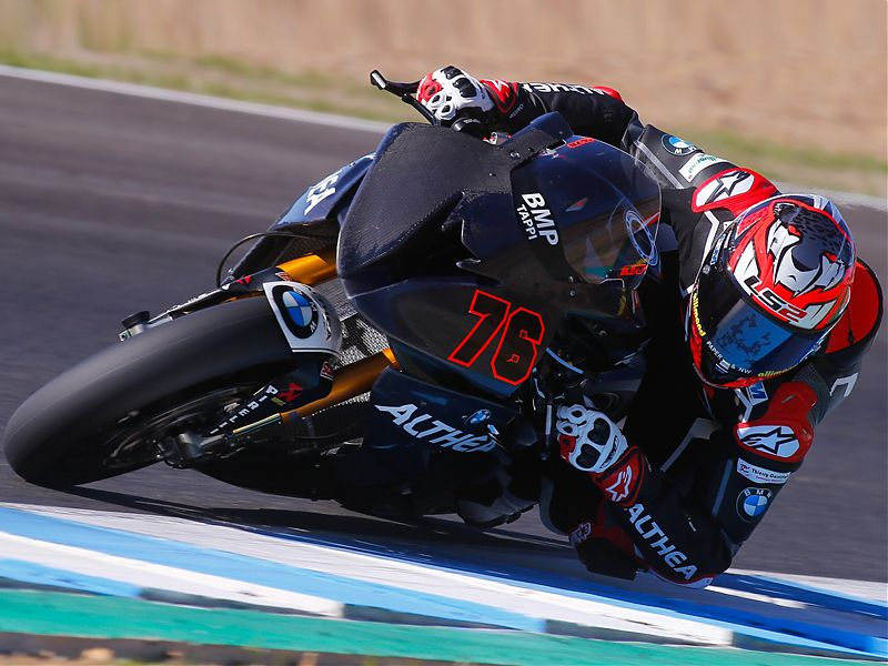 Loris Baz abordo de su BMW S1000RR del Althea Racing