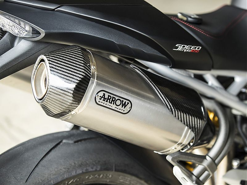 Silenciosos de titanio Arrow, de serie en la Triumph Speed Triple RS