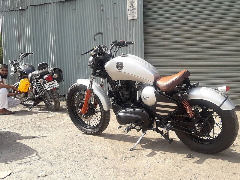Royal Enfield Thunderbird Bobber 'Nirankush' - 3/4