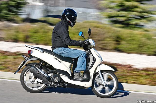 prueba peugeot tweet 125 calidad sin vaciar el bolsillo motos scooter peugeot scooters. Black Bedroom Furniture Sets. Home Design Ideas