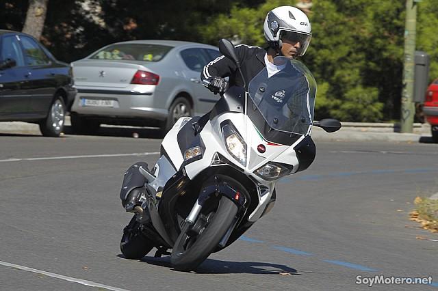 aprilia sr max 125 el peque o gran lince italiano motos megascooter aprilia. Black Bedroom Furniture Sets. Home Design Ideas