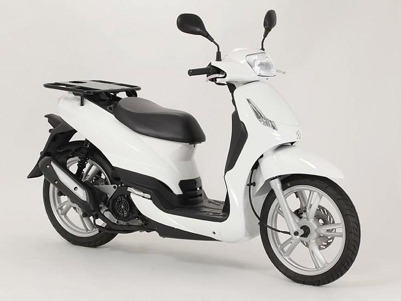 correos renueva su flota de scooters con los peugeot tweet c pro 125 cc motos peugeot. Black Bedroom Furniture Sets. Home Design Ideas