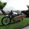 Moto equipada con tabla de surf. Wheels & Waves 2014
