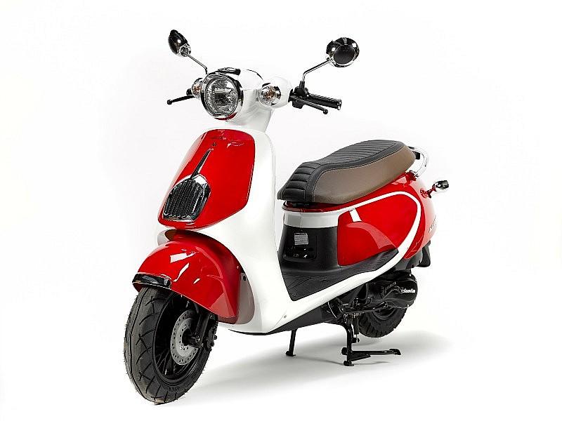daelim aroma 125 un nuevo scooter retro motos daelim scooter. Black Bedroom Furniture Sets. Home Design Ideas