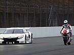 "Fernando Alonso ""se pasa"" aMotoGP"