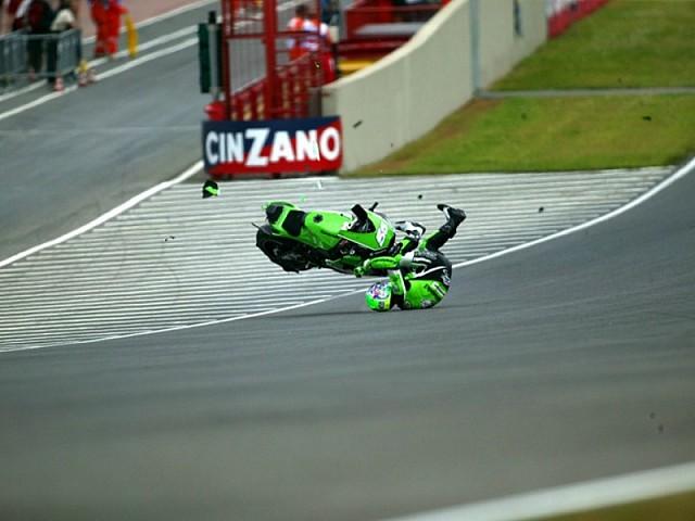 Caerse a 300 km/h: cuando falla el neumático | Motos | Mundial de ...