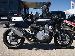 """Una Honda CB 750 debidamente """"cafeteada"""""""