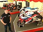 Tourist Trophy 2016: John McGuinness expone sus motos decarreras