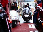 Kenzo otorga poder a la mujer con lamotocicleta