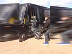 ¿Cómo transportar una moto? Así no...