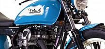 Una Kawasaki W650 Deus en el último anuncio deFay