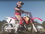 Ken Roczen se transforma en Jeremy McGrath sobre su Honda CR 250 '96