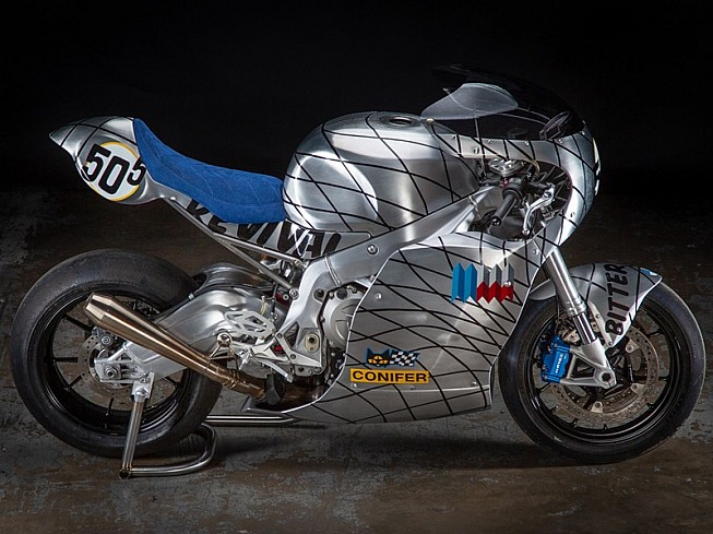 BMW S1000RR Speed Metal por Revival Cycles: piel de metal